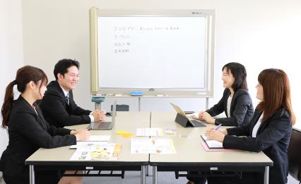 商品開発の第一歩は、いつもミーティングから始まります。